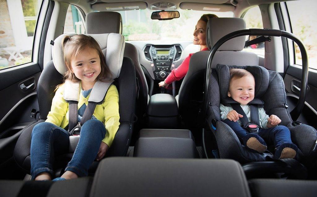 """С какого возраста можно перевозить ребенка в бескаркасном автомобильном кресле и нужно ли: все """"за и против"""" - юридическая помощь"""