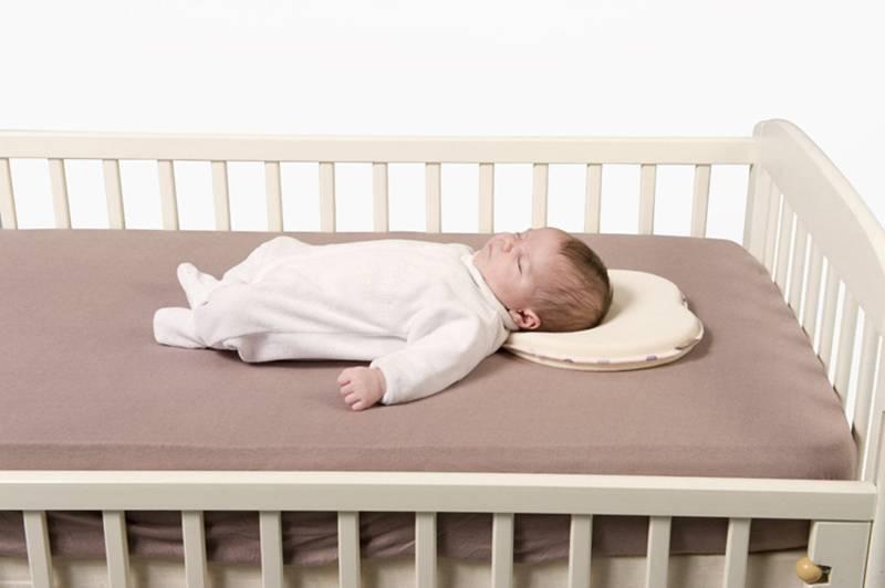 Необходима ли подушка новорождённому, и как правильно её выбрать? рассказывает детский невролог