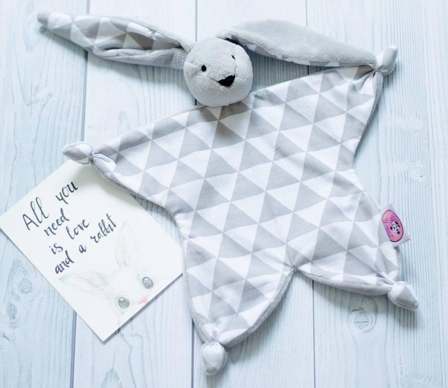 Позиционер для сна новорожденного: назначение, изготовление своими руками