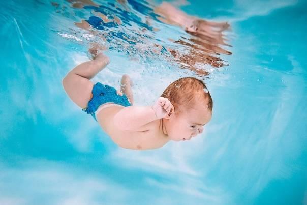 Детские бассейны. все о плавании грудничков и новорожденных: видео-уроки и методики обучения навыкам в ванне и бассейне
