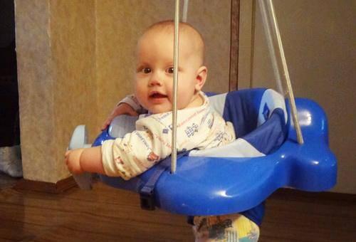 Со скольки месяцев сажать мальчиков на попу: когда может сидеть самостоятельно