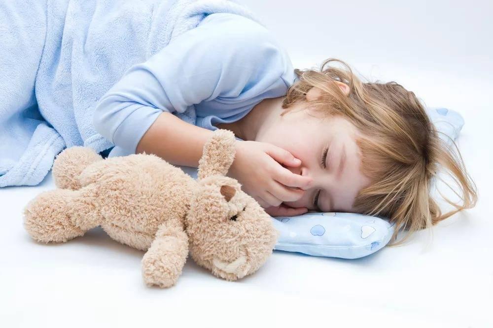 Как помочь, если ребенок сильно кашляет во сне?