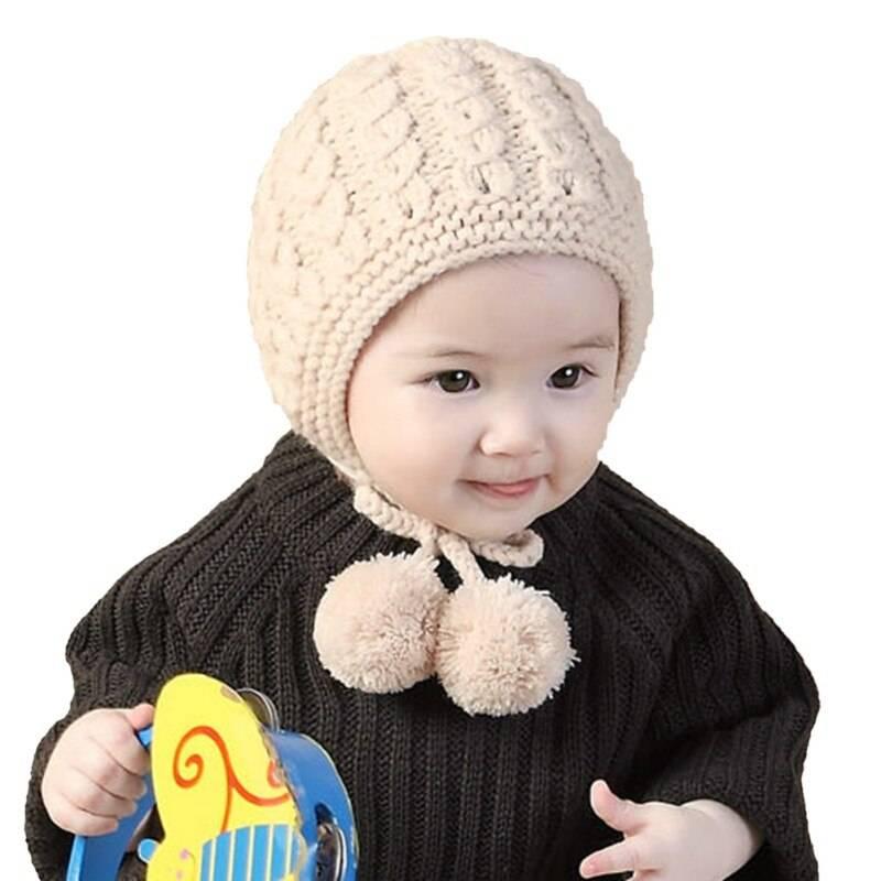 Зимние и легкие вязаные шапки на новорожденных на спицах – 16 моделей