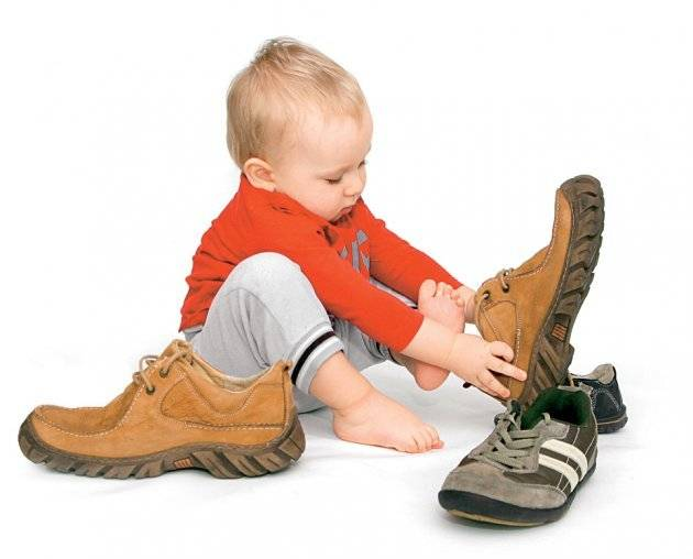 Критерии выбора сандалий на первый шаг малыша, ошибки родителей