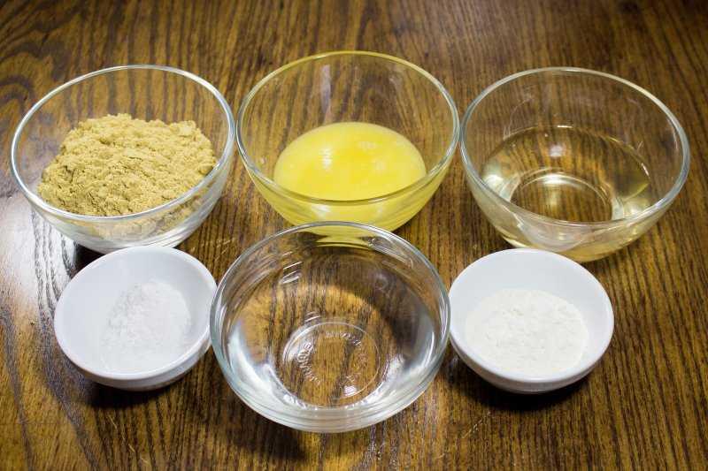 Как сделать медовую и горчичную лепешку от кашля