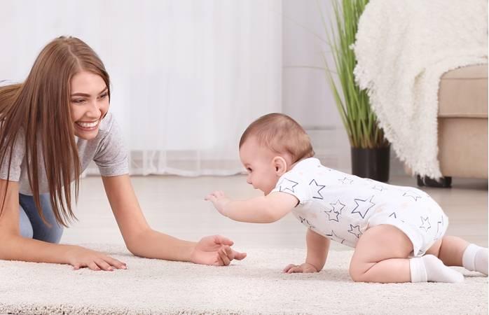 Как научить ребенка переворачиваться со спинки на животик?