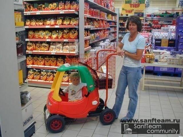 «За» и «против» езды детей в продуктовых тележках в магазине