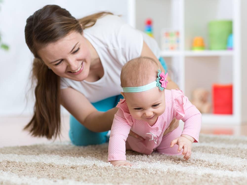 Развитие ребенка в 3 месяца: что должен уметь, развивающие игры