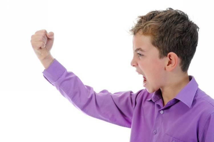 Почему ребенок бьется головой об пол и стены — причины и как реагировать? - все статьи  - статьи