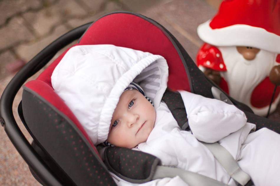 Как выбрать коляску для новорождённого на осень, зиму, весну или лето правильно