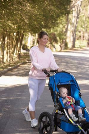 Как выбрать коляску для новорожденного летом правильно