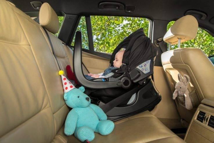 Перевозка новорожденного в машине