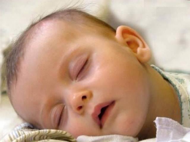 У ребёнка в 8 месяцев потеет голова! это нормально? - страна мам