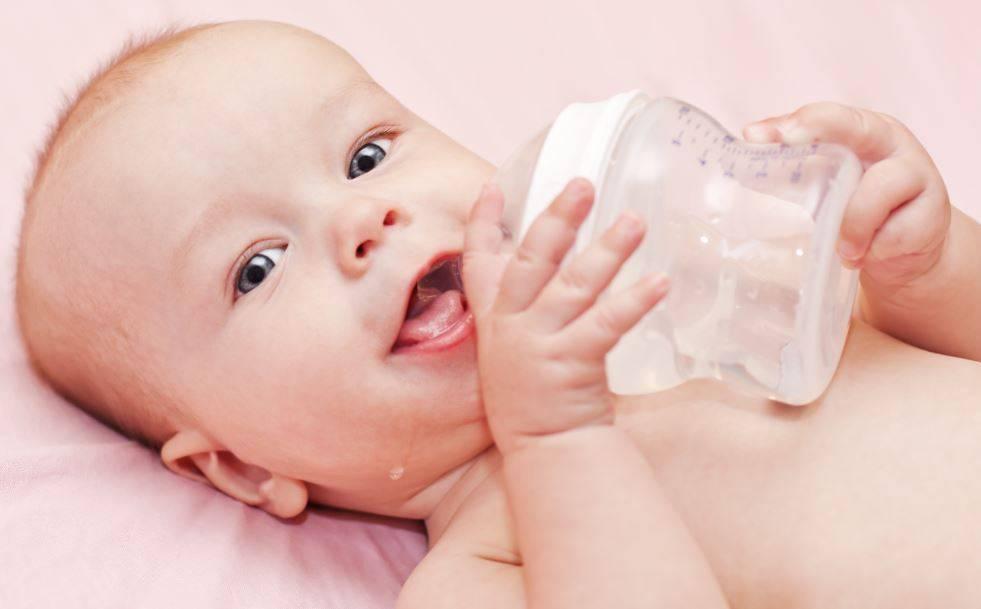 Давать ли ребенку водичку из бутылочки?   детская городская поликлиника № 32