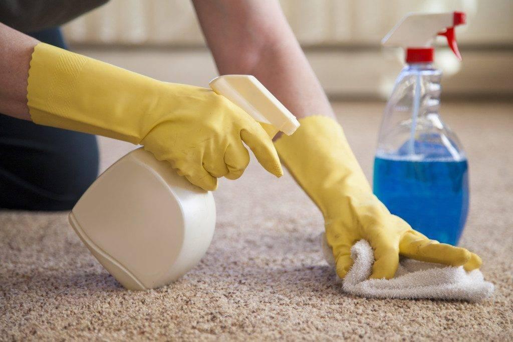 Как очистить ковер в домашних условиях от застарелых пятен кофе, крови, зеленки, йода, жвачки, воска, лака для ногтей и т.д.?