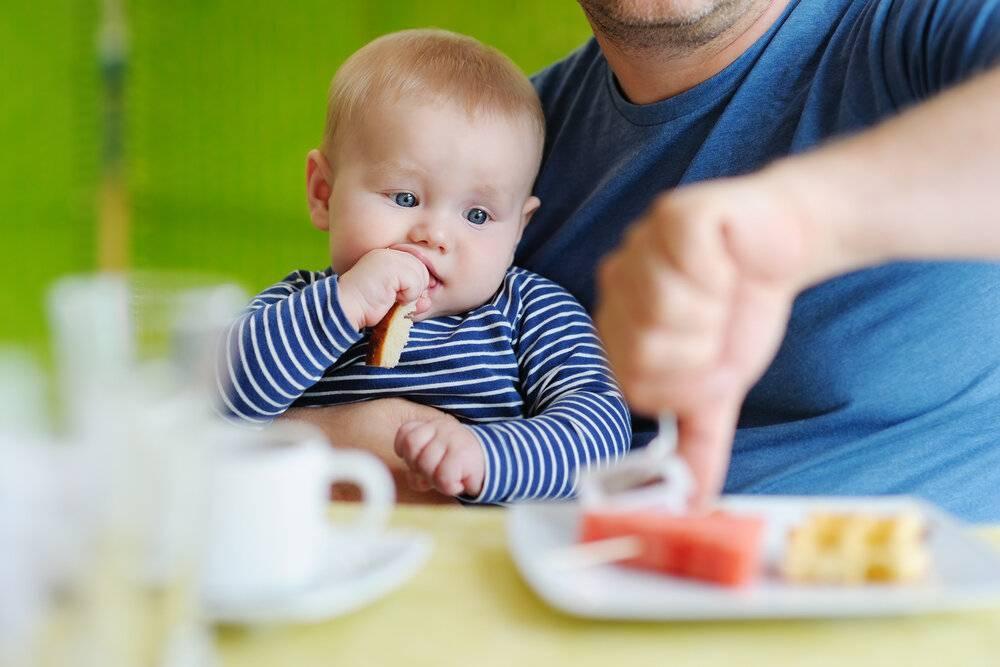 Что делать, если грудничок не хочет есть прикорм