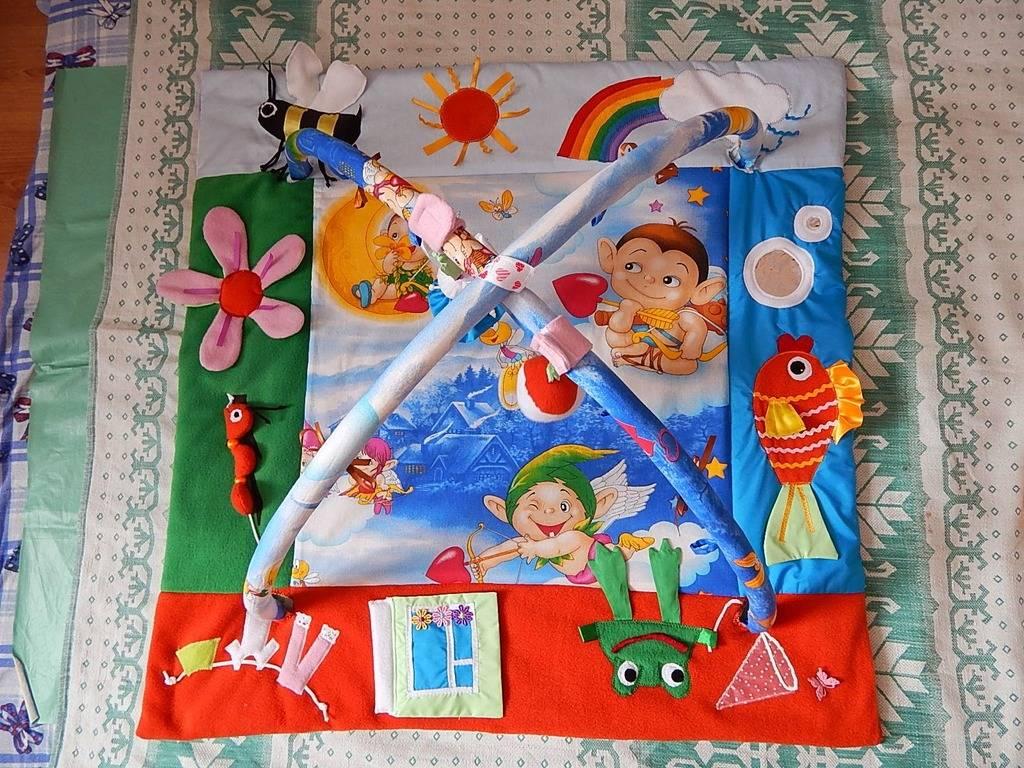 Развивающий коврик для новорожденных: плюсы для развития ребенка, правила по выбору