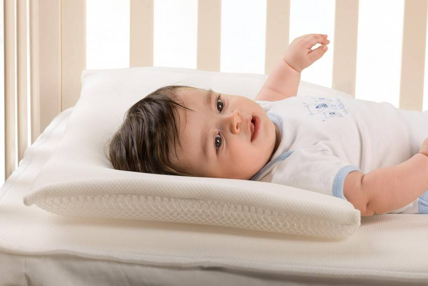 Подушка для детей от 1 года: как выбрать подушечку и наполнитель для малыша