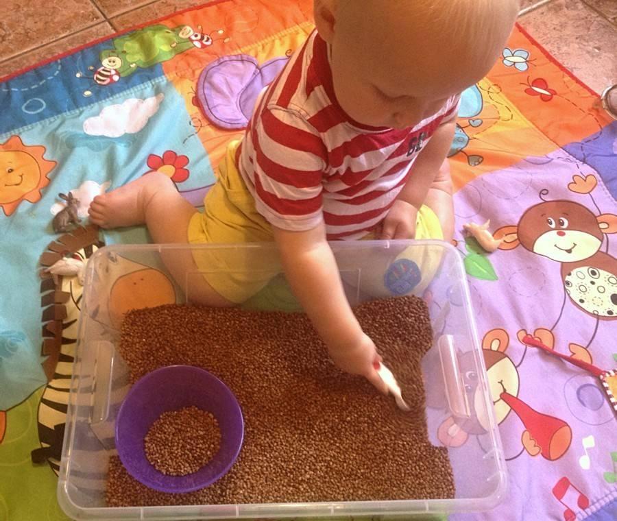 Во что играть с малышом в год для правильного развития