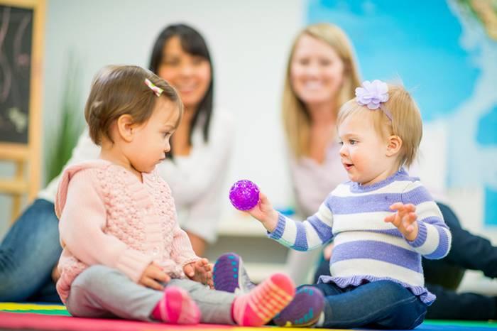 С какого возраста берут малыша в ясли или со скольки лет можно отдать ребенка в ясли или в детский сад: возрастные рамки и особенности, условия оформления stomatvrn.ru
