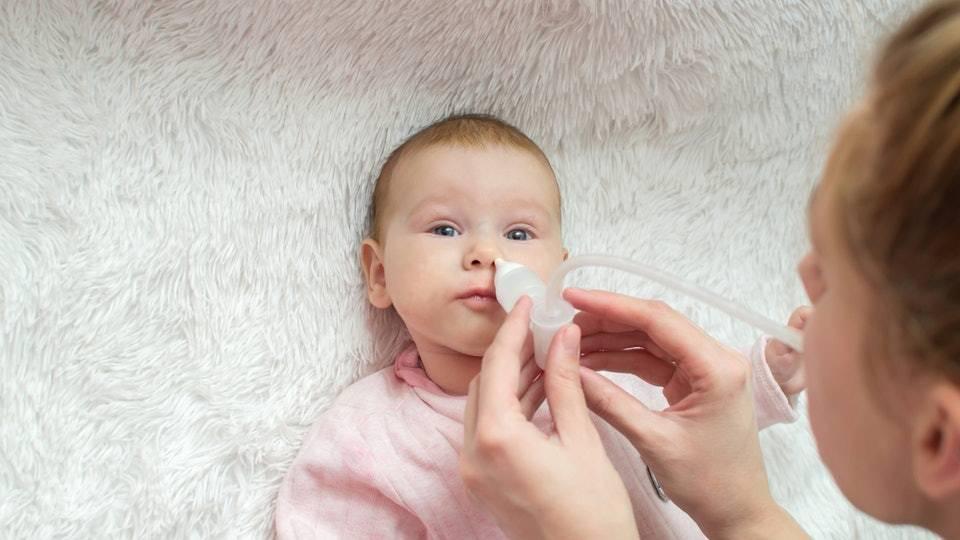Почему появляются обильные прозрачные сопли у ребенка до года