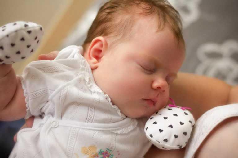 Почему ребенок потеет? - medical insider