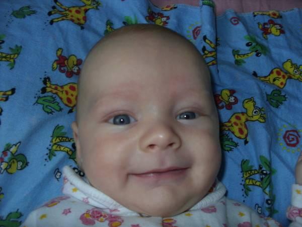 Когда ребенок начинает улыбаться