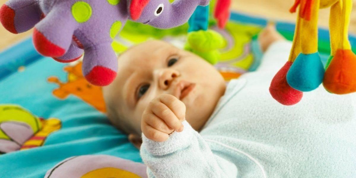 Развитие ребенка в 2 месяца: что должен уметь малыш   мамэксперт