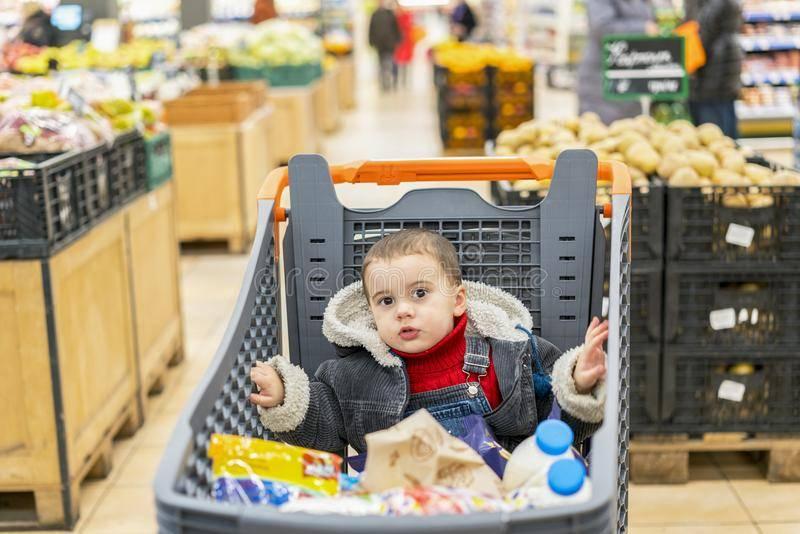 ✅ почему нельзя возить детей в продуктовых тележках - vsengin.ru