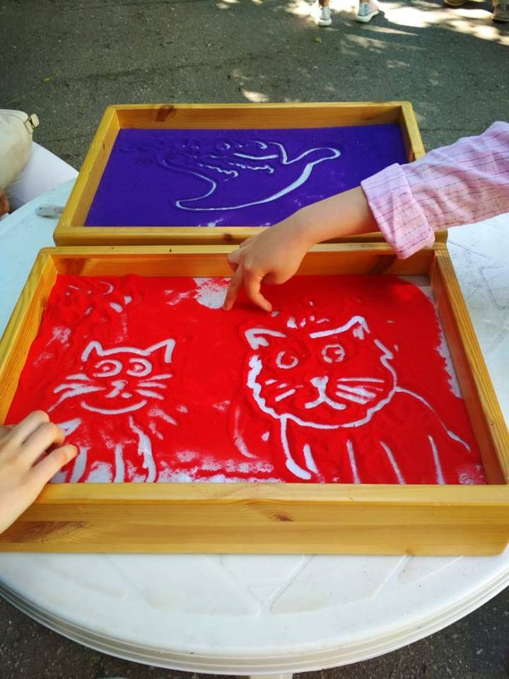 Рисование песком для детей на световых планшетах и столах