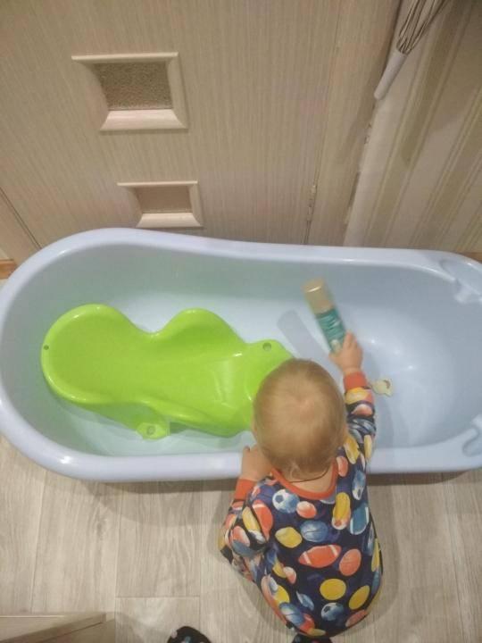 Как купать ребёнка в ванночке с горкой