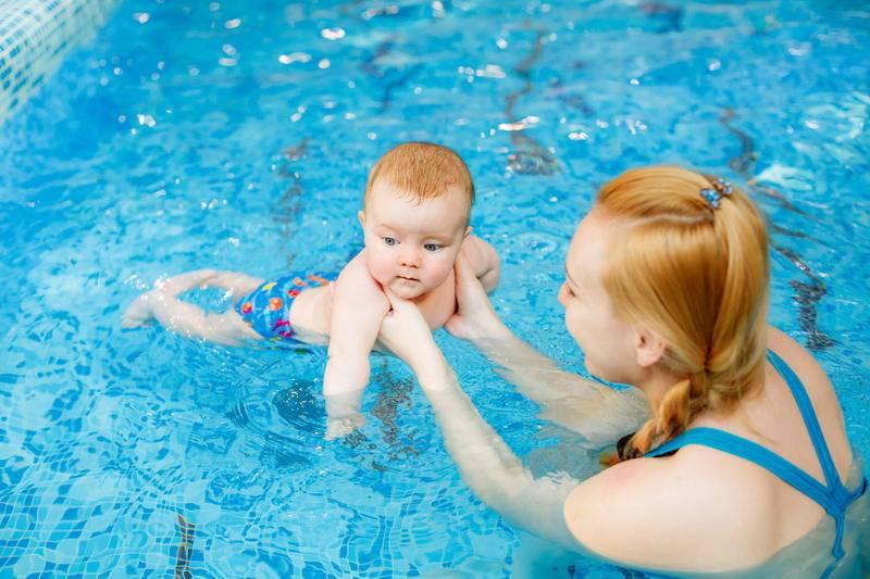 Лучшие курсы грудничкового плавания в москве: адреса бассейнов, цены