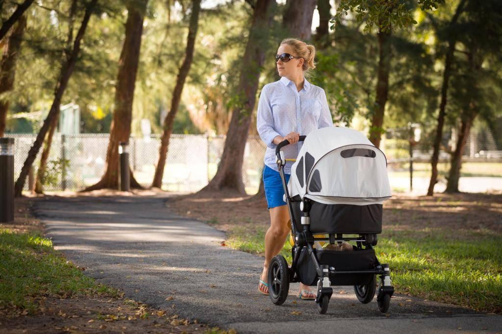 Почему так важно гулять с малышом в любую погоду