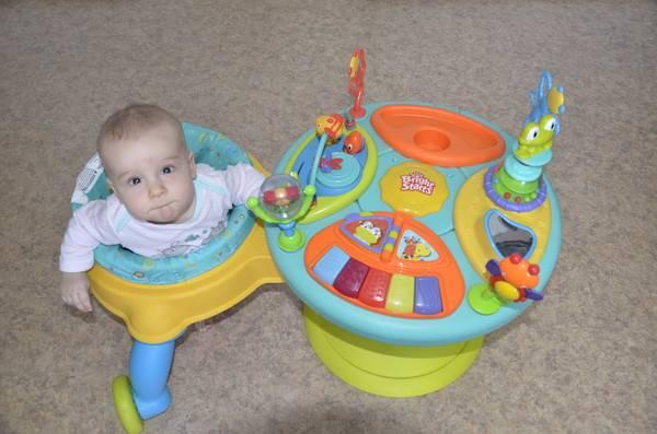 Когда можно сажать ребенка в ходунки?