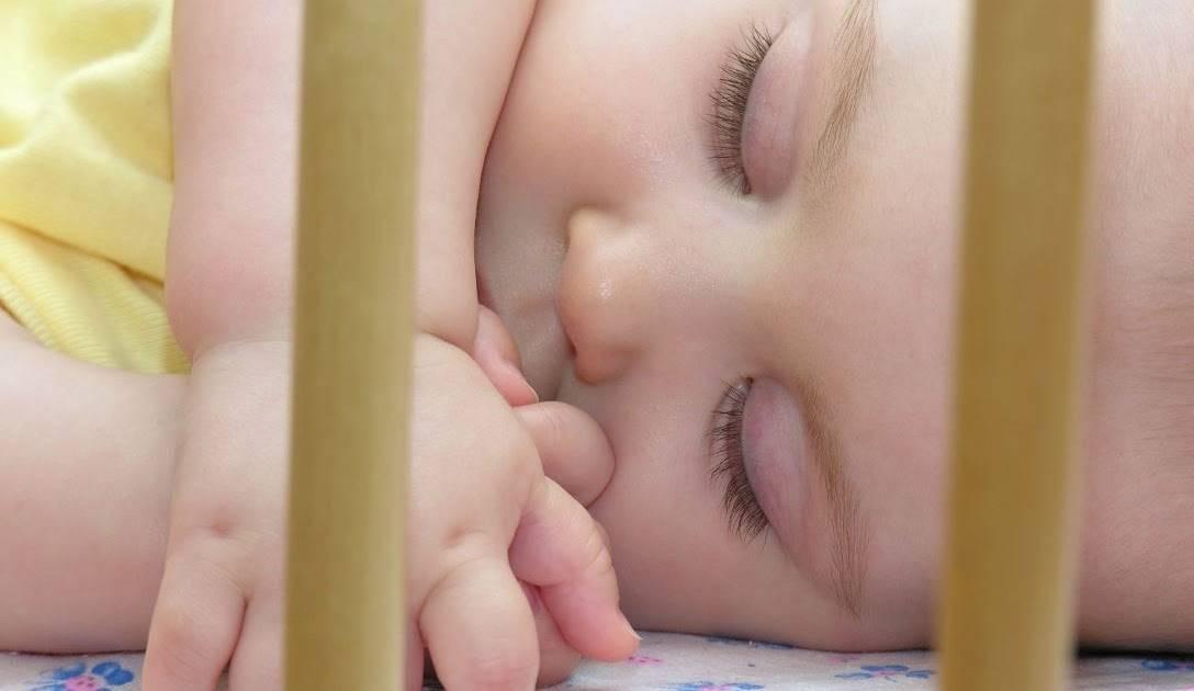 Ребенок 2 года закатывает глаза когда засыпает