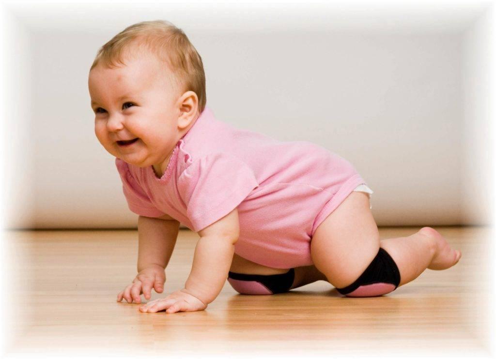 Когда ребенок начинает ползать: в каком возрасте, оптимальный период для ползания у девочек и мальчиков