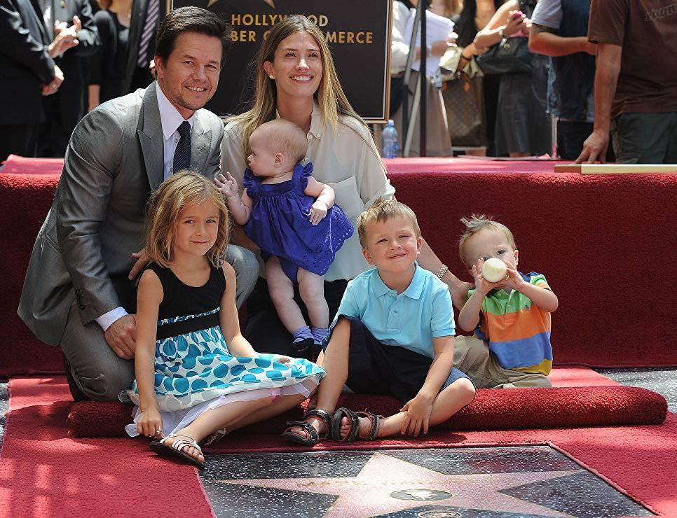10 знаменитостей, выросших в многодетных семьях