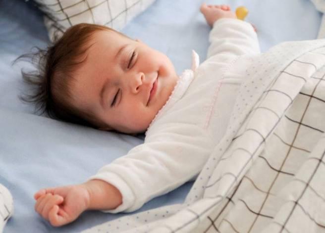 Почему ребенок в 2 года плохо спит ночью: причины и лечение