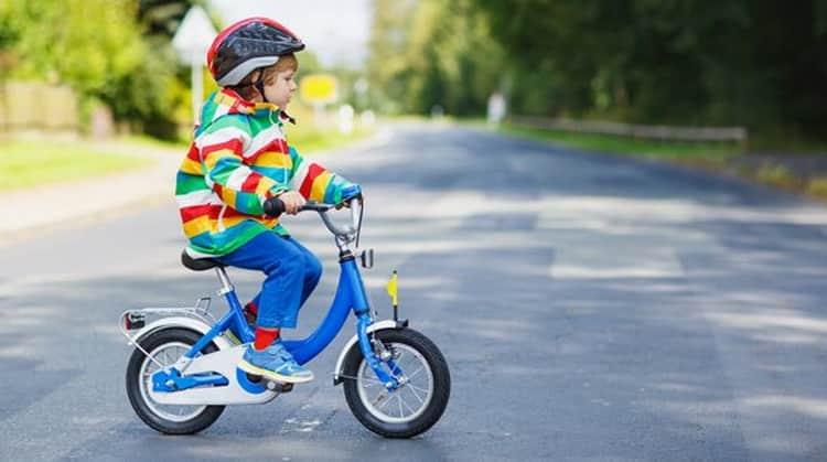 Как научить ребёнка ездить на велосипеде