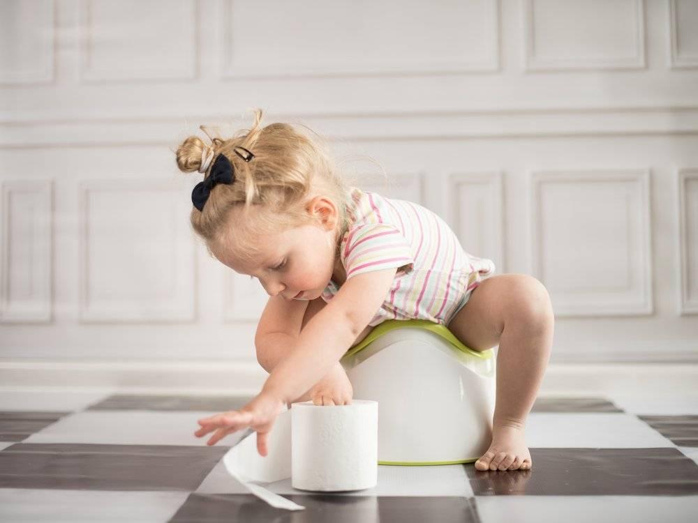 Стоит ли бояться приучить ребенка к рукам?