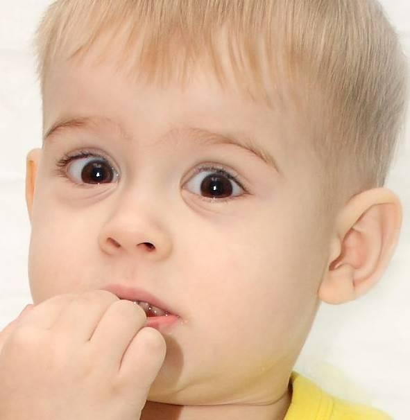 Ребенок грызет ногти, что делать?