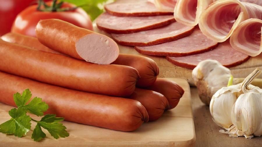 Можно ли кормящей маме колбасу: вареную, копченую?