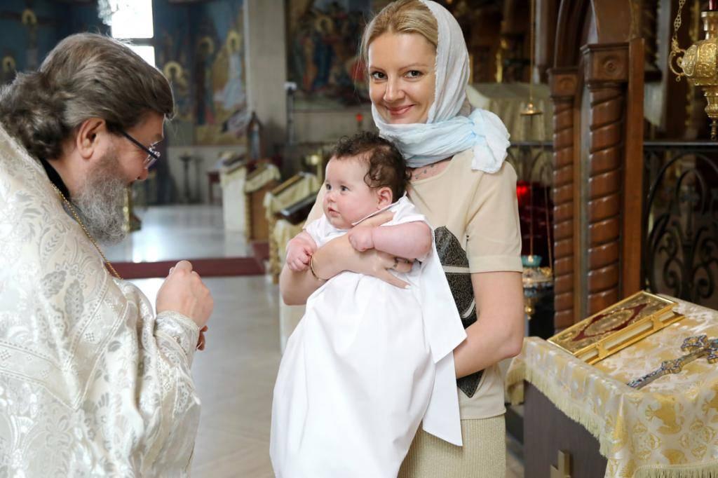 Крещение ребенка в церкви: что для этого нужно и как проходит