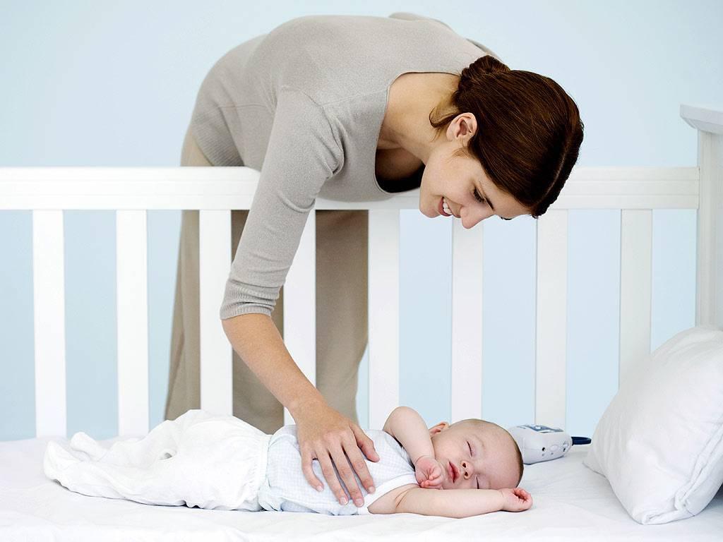 Ребенок спит только на руках: как отучить