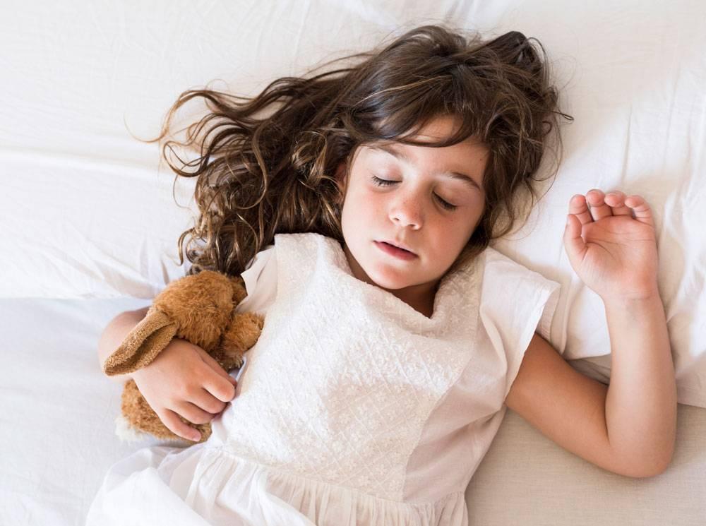 Как приучить ребенка спать в своей кроватке: наш опыт