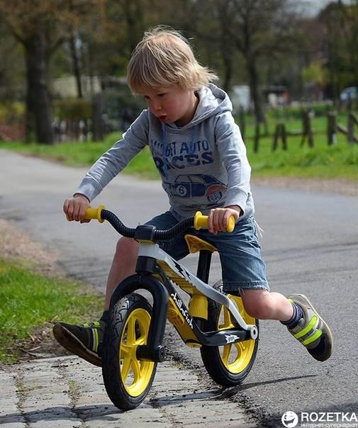 Как быстро научить ребенка кататься на велосипеде двух и трехколесном: инструкция