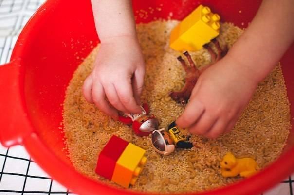 Мастер-класс для родителей «развитие мелкой моторики рук детей раннего возраста по системе марии монтессори». воспитателям детских садов, школьным учителям и педагогам - маам.ру