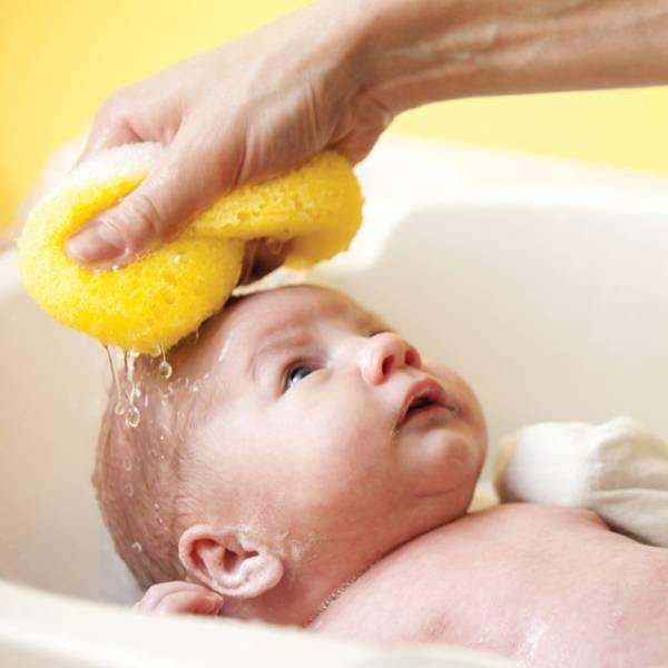 Удаление корочек на голове у ребенка: самые эффективные способы