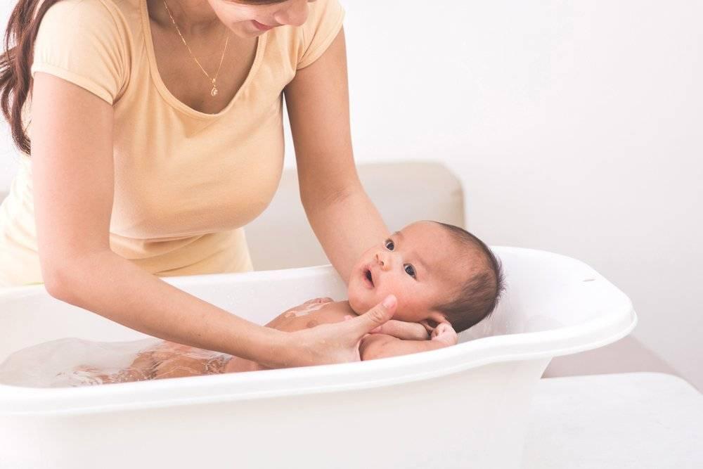 Как подмывать новорожденного — девочку? все об интимной гигиене новорождённых девочек: как, чем и когда подмывать малышку - автор екатерина данилова - журнал женское мнение
