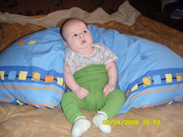 Ребенок хочет сесть в 3 месяца что делать